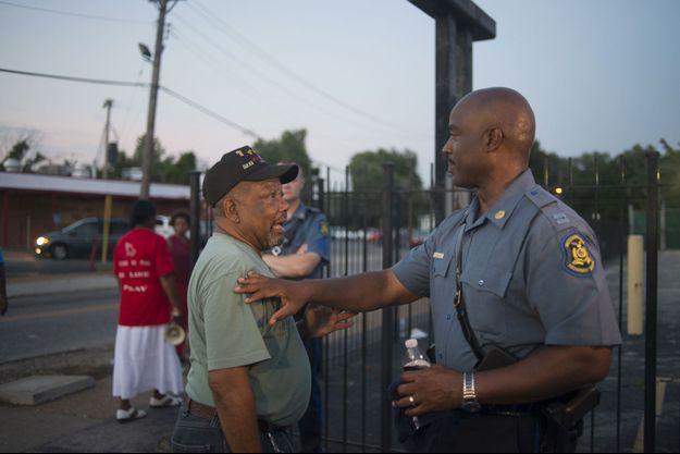 Ron Johnson jeudi soir, dans les rues de Ferguson.