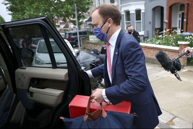 Matt Hancock quittant sa maison à Londres le 17 juin.