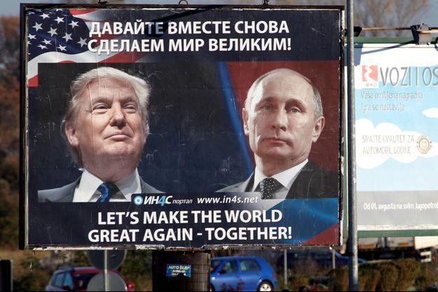 Le rapprochement entre Donald Trump et Vladimir Poutine vanté sur un panneau situé à Danilovgrad, au Montenegro, en novembre dernier.