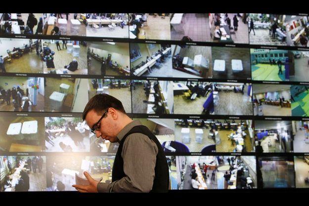 Moscou a installé des caméras de surveillance dans les bureaux de vote.