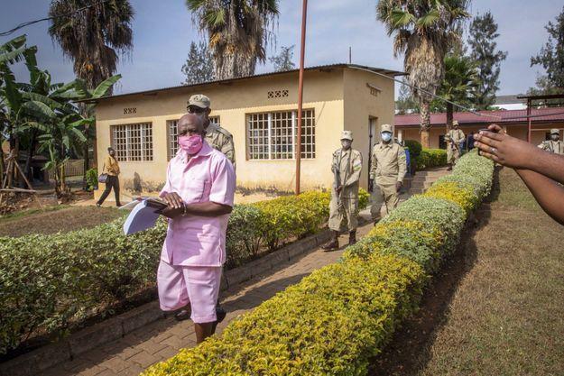 Paul Rusesabagina en habits de détenu à Kigali, le 25 septembre 2020. Il a été arrêté un mois auparavant