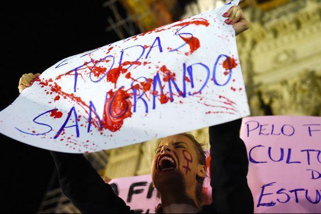 Manifestations devant l'Assemblée législative de Rio de Janeiro le vendredi 27 mai.