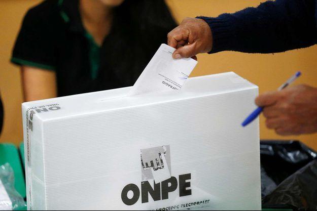 Les Péruviens élisent leur président(e) ce dimanche 5 juin 2016.