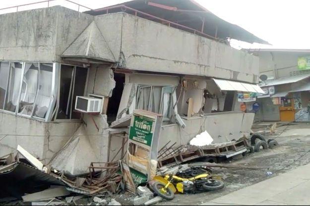 Le séisme aux Philippines a fait au moins un mort.