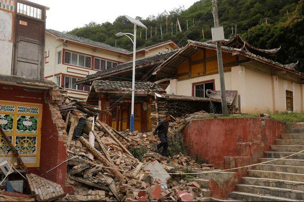 Le séisme a fait au moins 20 morts.
