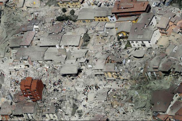 Le 24 août, le matin après le tremblement de terre, les rues dévastées d'Amatrice, 2 500 habitants.