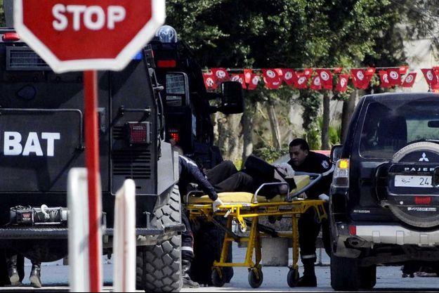 Mercredi, l'attentat au musée du Bardo à Tunis a coûté la vie à 20 touristes étrangers et à un Tunisien. Sept victimes étrangères n'ont pas encore été identifiées.