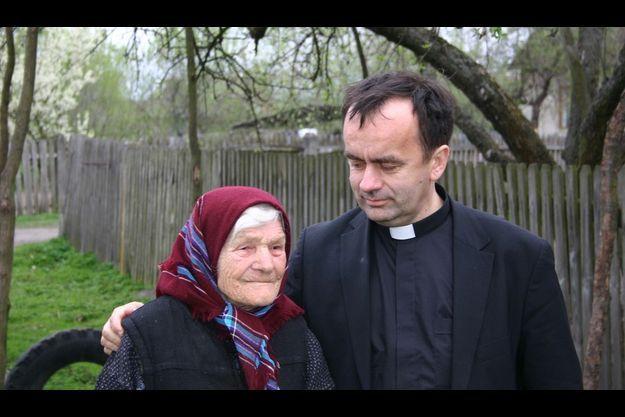 Le père Patrick Desbois et son premier témoin.