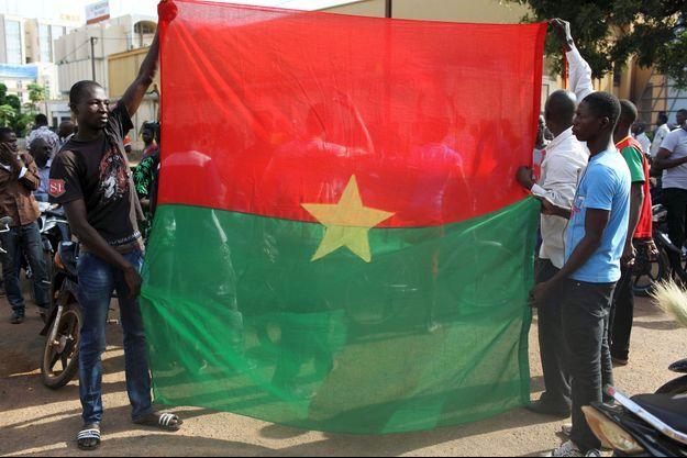Des anati-putschistes ce mardi à Ouagadougou.