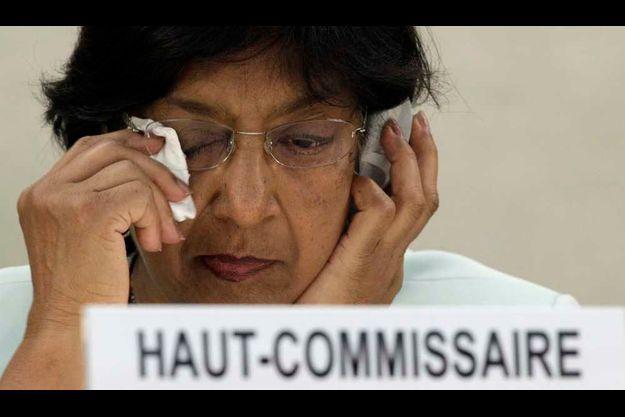 """Navi Pillay craint une """"guerre civile totale"""""""
