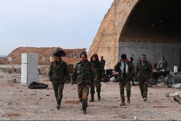 Des soldats de l'armée syrienne à Idlib, en janvier 2018.