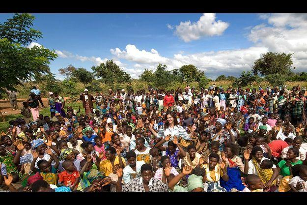 « Je suis une de vous ». Mercredi 15 avril, jour de fête à Kasese, au Malawi. Tasha inaugure Amor Maternity Wing, destinée à accueillir ces femmes enceintes et, pour la plupart, porteuse du virus du sida.