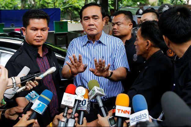 Le général Prayut Chan-O-Cha au bureau de vote samedi 7 août 2016.