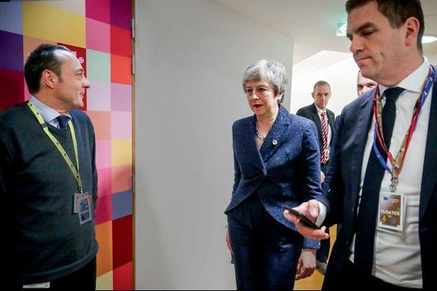 Theresa May dans les coulisses de l'ultime sommet européen consacré au Brexit, le 21 mars à Bruxelles.