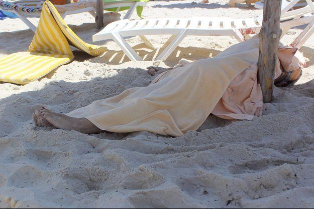 Au moins 28 personnes ont été tuées sur la plage de Sousse.
