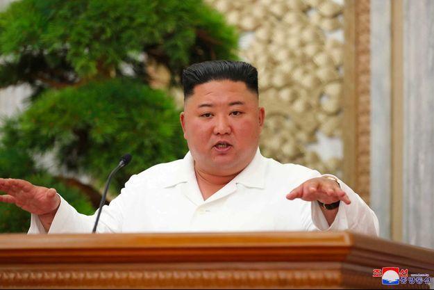 Kim Jong Un sur une image diffusée par l'agence officielle KCNA, le 2 juillet 2020.