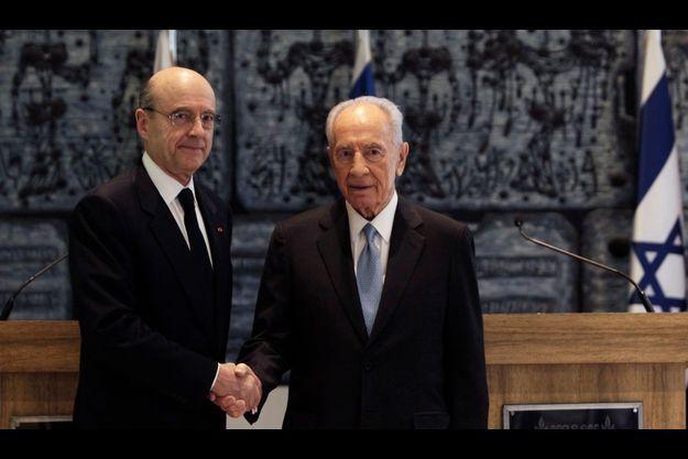 Alain Juppé et Shimon Peres, le président israélien, juste avant leur conférence de presse commune, ce mercredi.