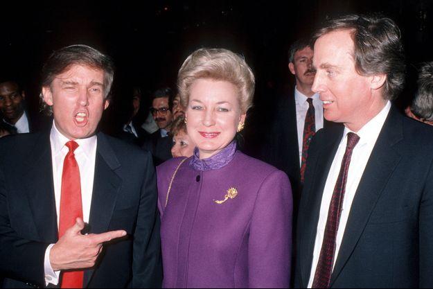 Donald Trump avec sa soeur Maryanne et son frère Robert en 1990