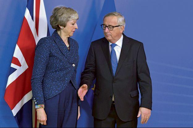 Le 7 février, à Bruxelles : face à Jean-Claude Juncker, président de la Commission, Theresa May vient plaider la renégociation de l'accord pourtant entériné à l'automne 2018.
