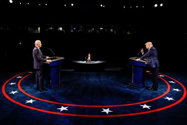 Donald Trump et Joe Biden sur la scène du débat à Nashville, dans le Tennessee.