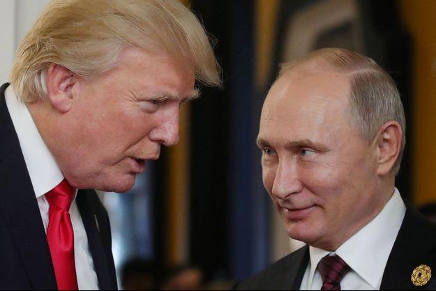 Donald Trump et Vladimir Poutine à Danang, samedi.