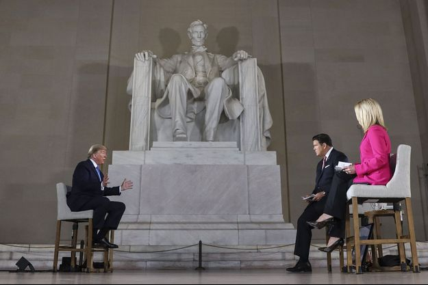 Donald Trump et ses intervieweurs de Fox News, dimanche.