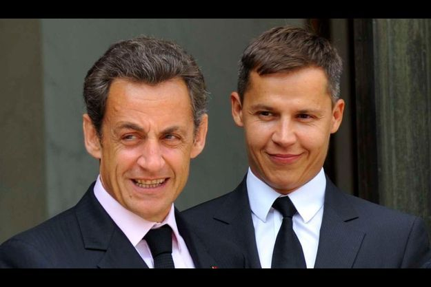 Boris Boillon (à droite) avec Nicolas Sarkozy, devant l'Elysée en juin 2010.