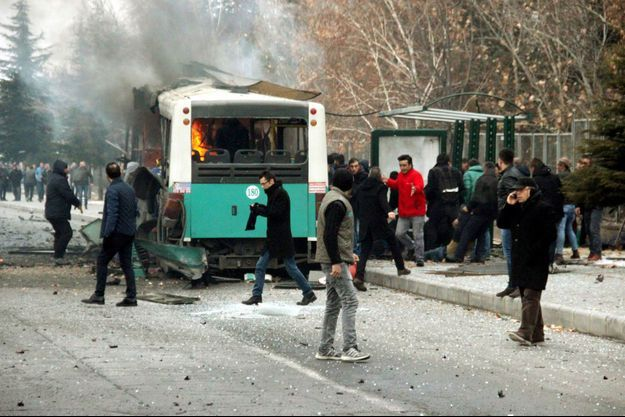 Au moins 13 soldats turcs ont été tués et 48 blessés dans une attaque visant un bus qui les transportait à Kayseri.