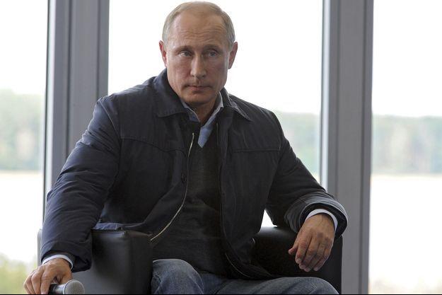 Vladimir Poutine, lors d'une visite dans un camp pour jeunes près de Moscou.