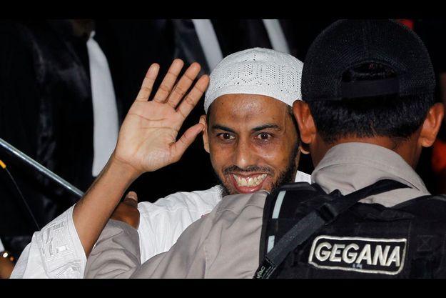 Umar Patek, à son arrivée au tribunal de Jakarta.