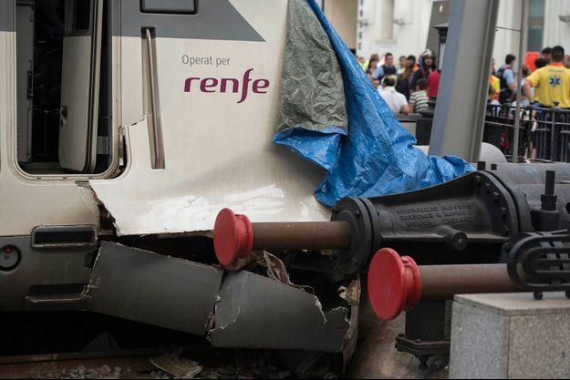 L'avant du train a percuté le quai de la gare de France.