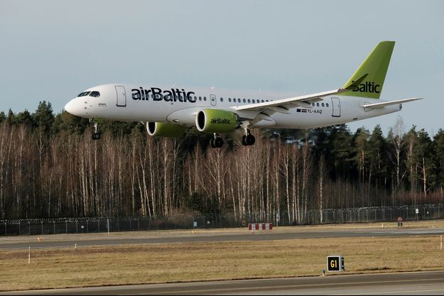 Un avion de la compagnie Air Baltic se pose à Riga, en janvier dernier.