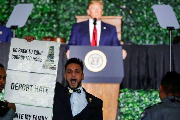 L'élu démocrate Ibraheem Samirah qui a interrompu le discours de Donald Trump en Virginie, mardi 30 juillet 2019.