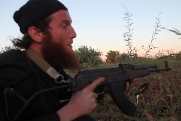 Un des jihadistes filmé sur le front des combats, en Syrie.