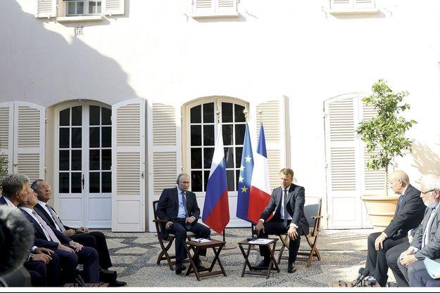 Emmanuel Macron reçoit Vladimir poutine au fort de Brégançon, le 19 août.