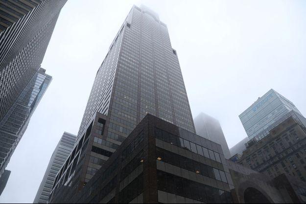 """Le """"Axa Center"""", touché par un hélicoptère à New York."""
