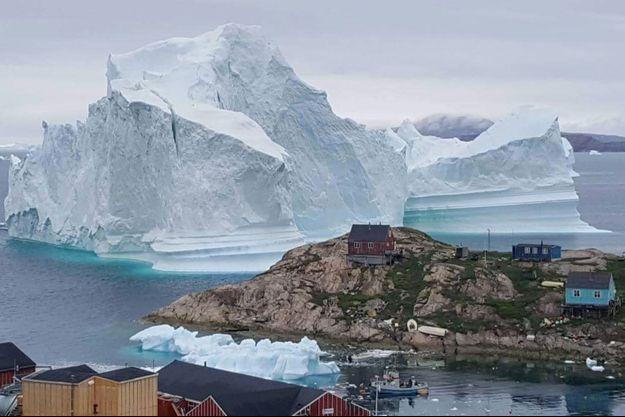 Un iceberg non loin de l'île d'Innarsuit, au Groenland (image d'illustration).