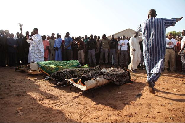 """Le 20 novembre 2015, deux assaillants avaient """"tiré sur tout ce qui bouge"""" à l'hôtel Radisson Blu de Bamako, tuant 20 personnes, dont 14 étrangers, avant d'être abattus."""