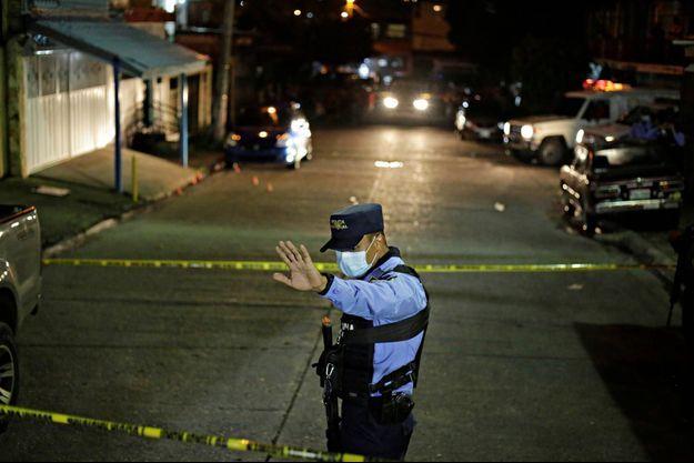Un policier à Tegucigalpa, au Honduras, le 17 septembre 2020 (image d'illustration).