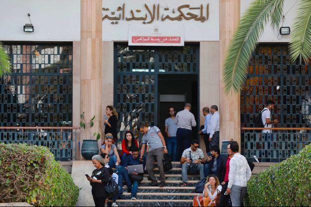 Devant le tribunal de Rabat, où a été jugée la journaliste Hajar Raissouni, en septembre 2019.