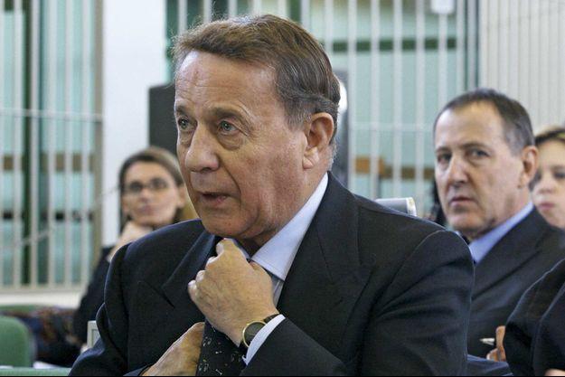 Le 23 novembre 2005, à Rome, dans une salle d'audience sécurisée, Flavio Carboni répond aux questions du juge Mario Almerighi.