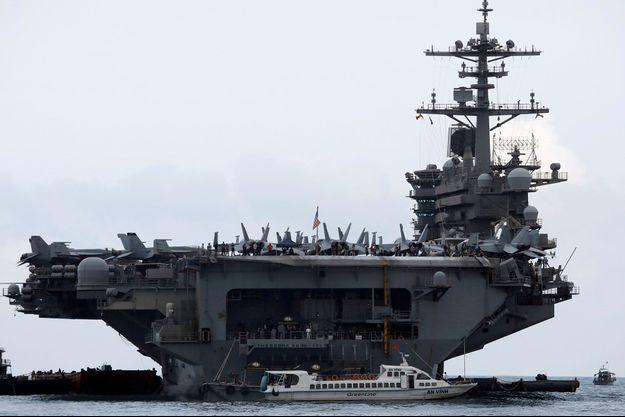 Le porte-avions américain USS Theodore Roosevelt ici en mars au Vietnam.