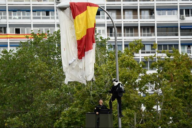 Un parachutiste a heurté un lampadaire à Madrid, le 12 octobre 2019.