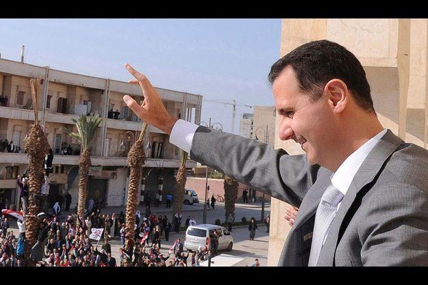 Bachar el-Assad à Ar-Raqqa en juin 2011.