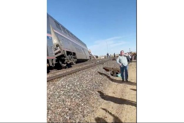 Huit des dix wagons du train de la compagnie ferroviaire publique Amtrak ont déraillé près de Joplin.