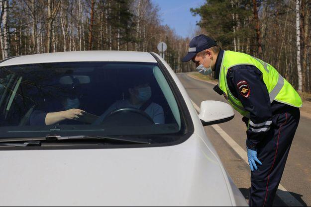 Contrôle de police dans la région de Nijni Novgorod, lors de la mise en place d'une quarantaine dans plusieurs villes en mai 2020. (photo d'illustration)
