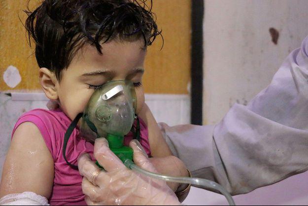 Une victime de l'attaque chimique présumée en Syrie dénoncée par la communauté internationale.