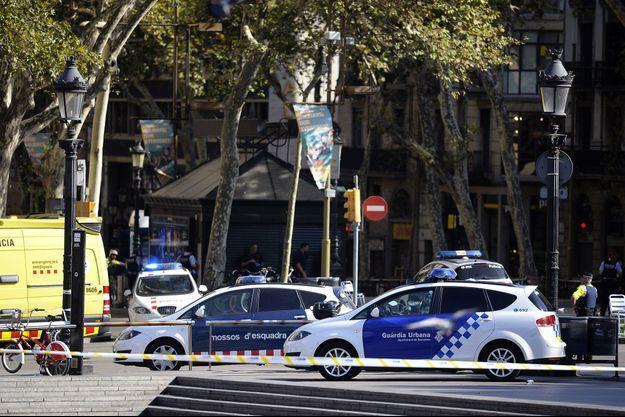 La police sur les Ramblas après l'attaque jeudi.