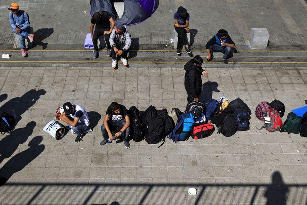 Des migrants à la gare de Budapest, photographiés le 13 septembre dernier.