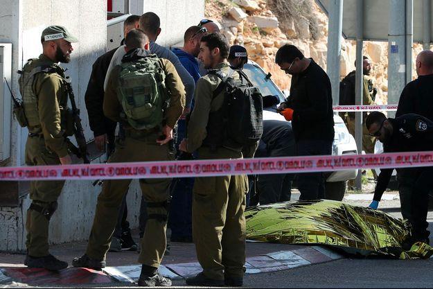 L'attaque a eu lieu au poste de contrôle d'al-Zayem, à la limite de Jérusalem-Est et de la Cisjordanie.